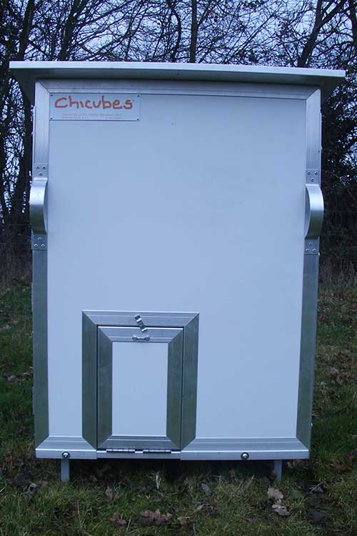 Chicubes plastic chicken house for 8 hens white chicubes for Chicken coop for 8 10 chickens